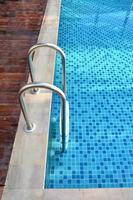 trappa av poolen foto