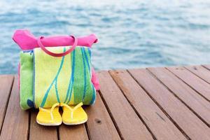 strandtillbehör vid piren foto