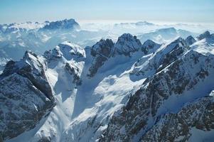 dolomitesberg på vintern, skidort i Italien