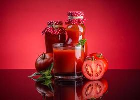 färsk tomatsaft foto
