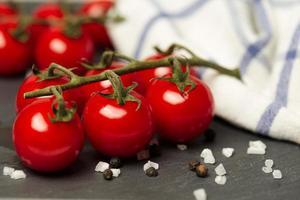tomater och salt foto