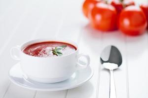 färsk tomatsoppa foto