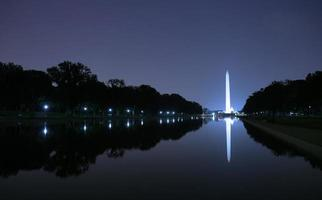 Washington monument på natten foto