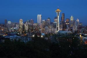 seattle skyline skymning foto