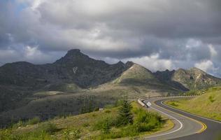 väg i bergen foto
