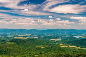 eftermiddagsvy av shenandoah-dalen från stora norra bergsnätet foto