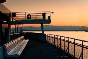 Seattle färjebåt och olympiska berg foto