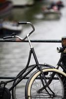 grupp parkerade cyklar