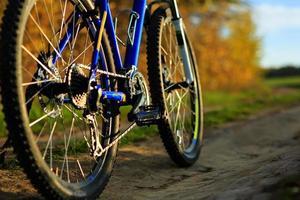 vacker närbild av cykel vid solnedgången,