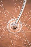 cykelhjul med gammal stil foto