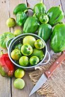 grön tomat och peppar foto
