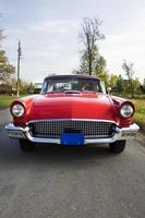 gammal röd bil framifrån foto