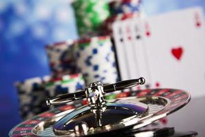 spelar roulette i kasinot foto