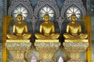 buddha staty på phrama jedi chai mongkol