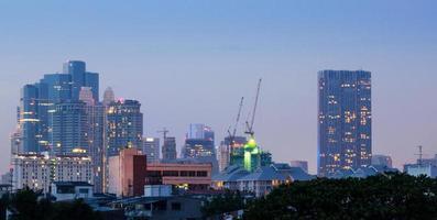 bangkok stadsbild i skymningen foto