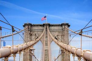 brooklyn bridge över östra floden, new york city, ny, usa foto