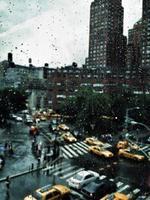 juli, regn och gula hytter foto