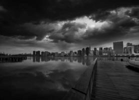manhattan new york molnig dramatisk skyline usa foto