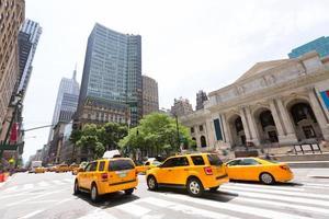 new york manhattan offentliga bibliotek femte avenyn foto