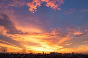 solnedgång soluppgång i bangkok, thaland. foto