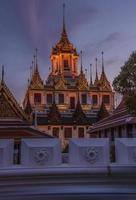 wat ratchanatdaram tempel i bangkok foto