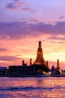 wat arun vid solnedgången, Bangkok, Thailand foto
