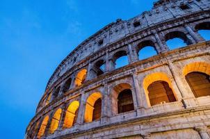 skymning av colosseum landmärket i Rom, Italien. foto