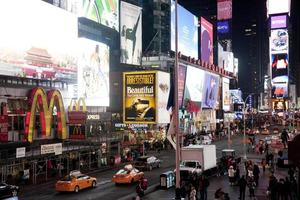 tidstorget i New York City på natten foto