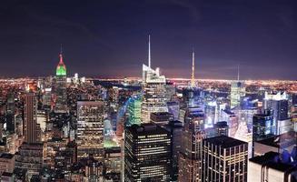 new york city manhattan skyline på natten foto
