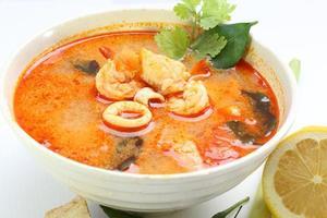 tom yam soppa foto