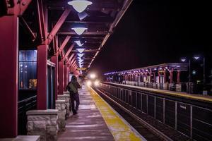 tågstation på natten