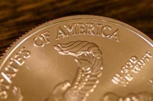 amerika (ord) på oss guldörnsmynt foto