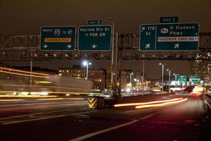 trafikljusspår vid george washington bridge foto
