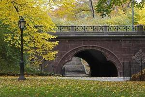 trefoil arch i Central Park, New York City, under höst foto