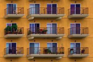 höghus lägenheter däck foto