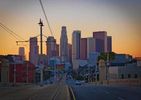 downtown los angeles vid solnedgången från öst foto