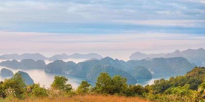 utsiktspanorama över Halong Bay foto