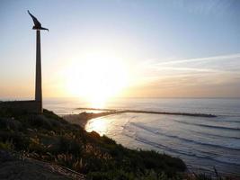 Tel Aviv Beach vid solnedgången foto