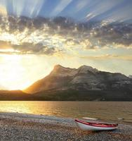 soluppgång på waterton provinsparken alberta, Kanada foto