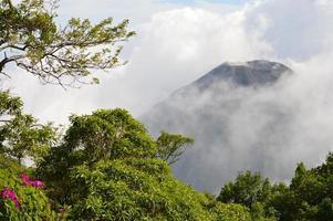 toppen av den aktiva izalco-vulkanen i el salvador