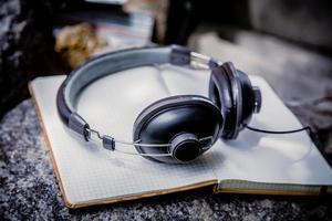 spellista, bärbara hörlurar foto