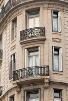 historisk fasad med balkonger foto