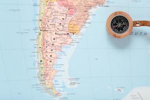resedestination argentina, karta med kompass foto