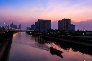 soluppgångstid vid Saigon Ho Chimin foto