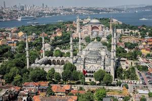 Flygfoto över blå moskén och Hagia sophia i istanbul foto