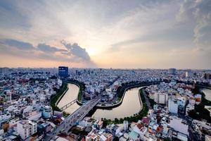 ho chi minh, vietnam - solnedgång 25 november 2015 foto