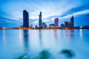 downtown saigon i skymning, Ho Chi Minh-staden, Vietnam foto