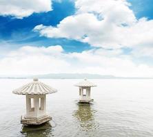 vackert västra sjölandskapet i Hangzhou, Kina foto