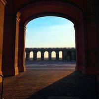 öppen dörr i palacio de oriente foto