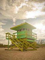 Miami Beach Florida, livräddare hus vid solnedgången foto